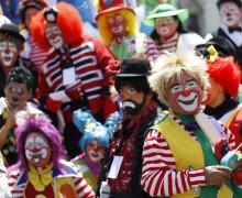 Le défilé des clowns